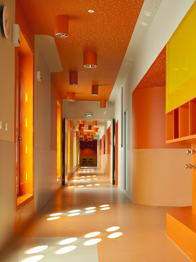 Touchey claude bernard primary school architecture for Design interieur cours